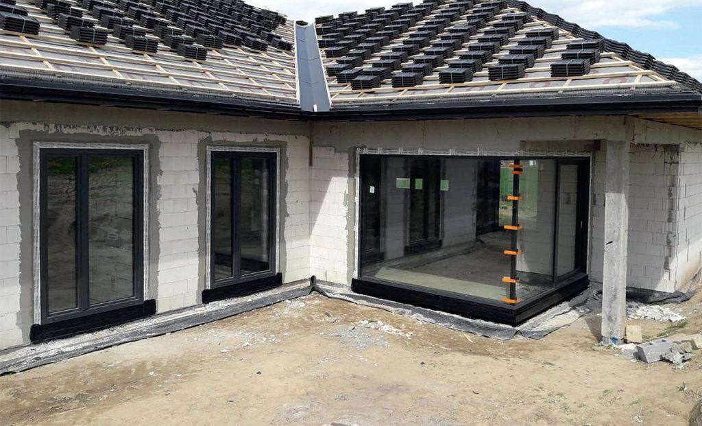 Dzięki stolarce aluminiowej jesteśmy w stanie realizować skomplikowane konstrukcje. Fot. AMAR, www.amar-okna.pl