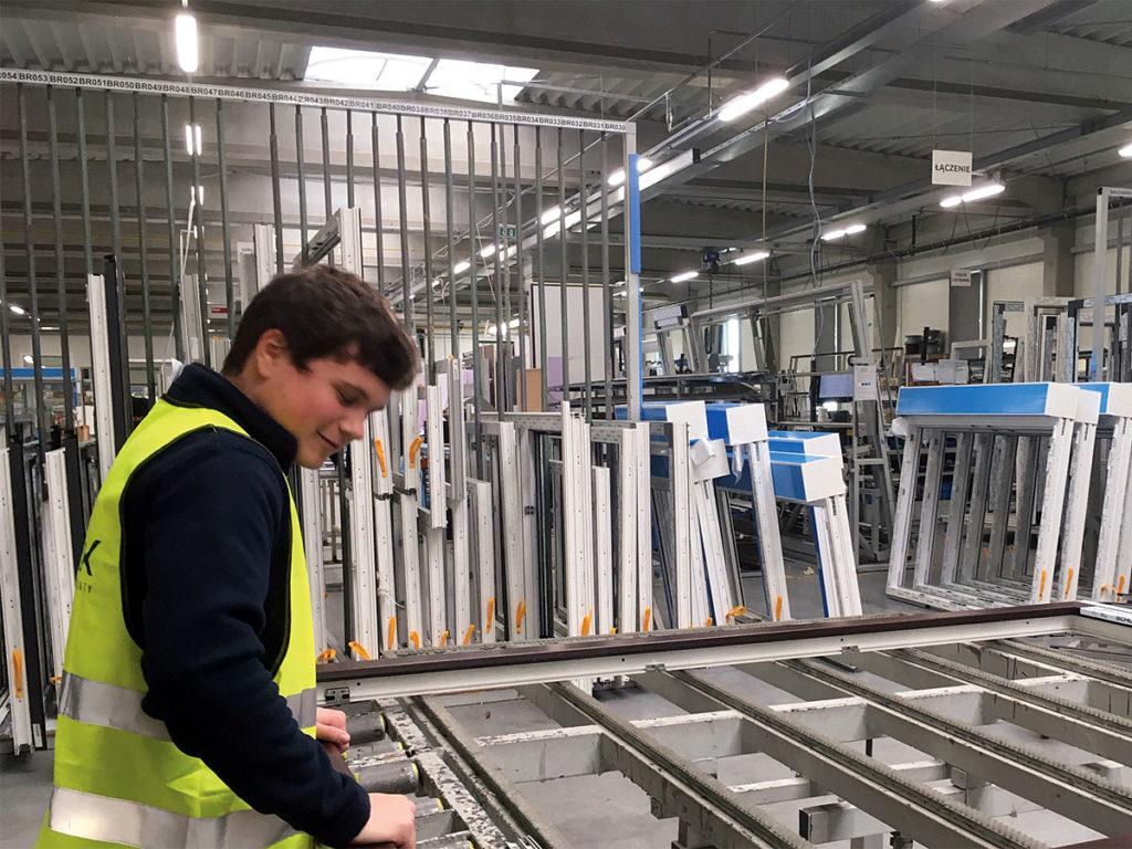 Zajęcia praktyczne w firmie Awilux dla uczniów zawodu monter stolarki budowlanej. Fot. ARCHIWUM SZKOŁY