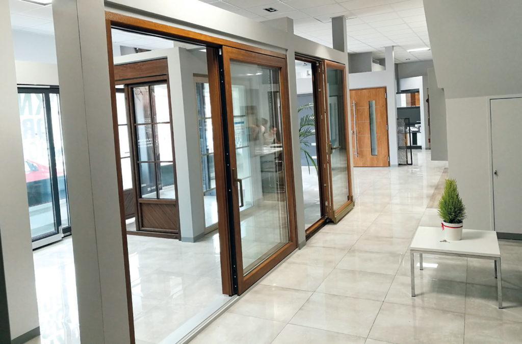 Salon w Mikołowie – fragment ekspozycji z drzwiami przesuwnymi typu HS