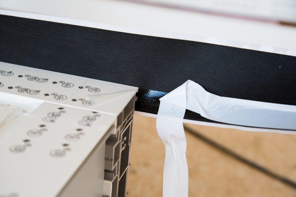 Ciepłe okna i drzwi z dobrym montażem - uszczelnienie od firmy AIB